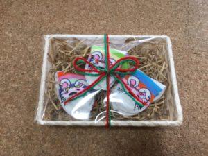 靴下のラッピング方法!かわいい包装が100均の資材でも簡単に出来る!